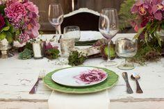Herbstliche Hochzeitsdeko in schönsten Beerenfarben.   Friedatheres.com