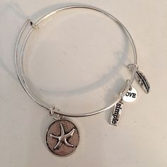 NWOT Silver Starfish Charm Bracelet NWOT The hottest fashion item for the Spring and Summer season. This adorable silver starfish charm bangle is perfect for stacking, combining with another item or wearing alone. Xoxo Wrist Candy Jewelry Bracelets