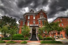 4. The Kehoe House—123 Habersham St, Savannah, GA 31401 ------ Both the guests and staff of this hotel have been privy to ghost hauntings and sightings. In fact, quite a few guests have even awoken in the middle of the night to find a ghost looming at the end of their bed.