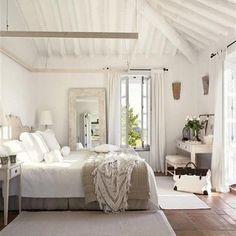 Los dormitorios se vuelven radiantes con la luz del verano. Las mañanas de esta época son perfectas para lucir al máximo la decoración veraniega. Hay que aprovechar!!!! Buenos días!!!