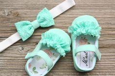 Ivory flower girl shoes Ivory baby shoes by MartBabyAccessories Cute Baby Shoes, Baby Girl Shoes, Girls Shoes, Diy Baby Headbands, Vintage Headbands, Crochet Headbands, Knit Headband, Handgemachtes Baby, Flower Girl Shoes