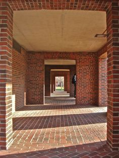 Figure The ground floor arcade that encircles the entire building. Louis Kahn, Brick Architecture, Classical Architecture, Architecture Details, Exeter Library, Phillips Exeter Academy, Interior Design Sketches, Old Abandoned Houses, Famous Architects