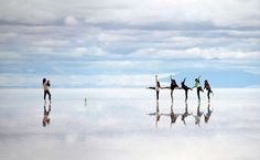 The world's largest salt flat, Salar de Uyuni, is located in Southwest Bolivia. At square kilometers square miles), the Salar de Uyuni becomes… Oh The Places You'll Go, Places To Travel, Places To Visit, Travel Destinations, Bolivian Salt Flats, Natural Mirrors, Huge Mirror, Giant Mirror, Bonneville