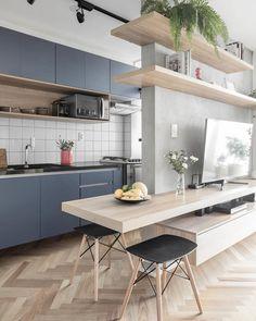 """670 curtidas, 20 comentários - Metamoorfose Studio :: (@metamoorfose_studio) no Instagram: """"Apartamento CBU :: Cozinha integrada 🌿Foto: Ana Mello"""""""