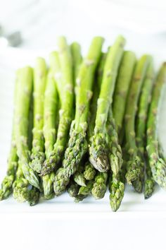 Easy and Quick Roasted Asparagus - Delicious and healthy side dish!! Primavera Kitchen