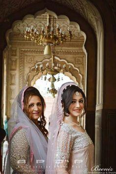 Asma abass with daughter