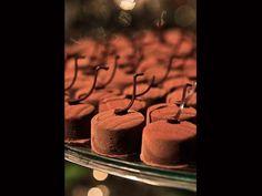 Doces de Casamento - Ball de chocolate ao leite com recheio de marshmallow: Viviane Malucelli. Em formato clean, o doce possui textura velouté --- Esse deve ser incrível!!!!