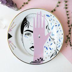 Pamelitas: Porcelanas únicas pintadas à mão trazem lindas ilustrações com temas femininos, místicos e da natureza - Follow the Colours
