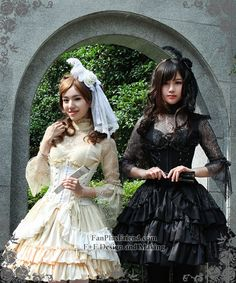 Model Show (hair dress: P00607, cutsew: TP00101N, fan: P00580, ivory pannier bloomers: UN00024, black skirt: SP00138)