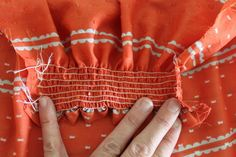 really good tutorial for sewing with elastic thread - I have wanted to try this... now to find a project that I can!