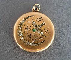 Moon Jewelry, Cute Jewelry, Charm Jewelry, Victorian Jewelry, Antique Jewelry, Vintage Jewelry, Antique Locket, Magical Jewelry, Gold Locket
