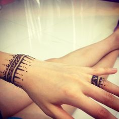 Hand henna, simple and clean, still amazing