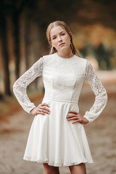 Vores kjole Ida i boho stil har den smukkeste og blødeste blonde du kan tænke dig. Man kan rigtig se den smukke blonde på ryggen. Chiffon skørtet passer perfekt til boho looket! Skort, Blond, White Dress, Chiffon, Dresses, Fashion, Silk Fabric, Vestidos, Moda