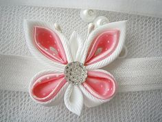 This listing is for a baby/toddler handmade KANZASHI headband.  A gorgeous handmade butterfly with a rhinestone embellishment .  The flower,