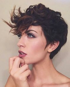 Curly pixie cut via Amanda Mikael Rumsey