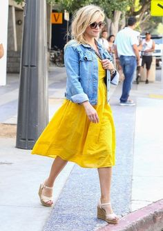 reese witherspoon, reese witherspoon style, reese witherspoon fashion, reese witherspoon outfits j crew Celebrity Style Dresses, Celebrity Style Casual, J Crew Outfits Summer, Spring Outfits, Diva Fashion, Fashion Styles, Style Fashion, Reese Witherspoon Style, J Crew Style