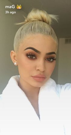 Kylie Jenner platinum hair color