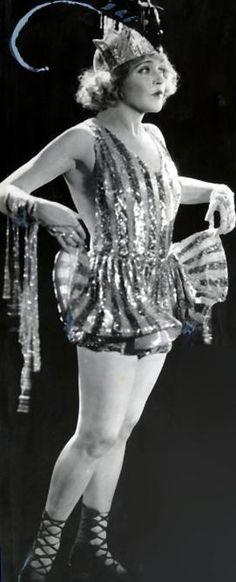 "The 5'4"" tall, blue eyed 110lb. Mae Murray. she became a Ziegfeld Chorus Girl, then a ""Ziegfeld Girl"" in 1908"