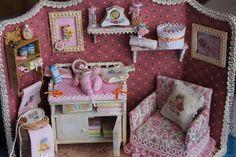 Casa de boneca feita à mão.  Mestres Feira - bebê artesanal para a menina recém-nascida.  Handmade.