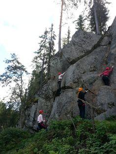 Harmiokallio Hollolassa on Dynactin kehittämä koulutus- ja ryhmäkiipeilykohde. Kallio sijaitsee Hollolanhirven yhteydessä, joten kokous- ja ruokailupalvelut ovat helposti saatavissa kiipeilyn yhteyteen. Harmio soveltuu hyvin kalliokiipeilyn perusteiden, kalliokiipeilykoulutusten ja kiipeilykokeilujen pitopaikaksi.