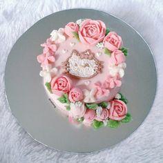 hellokitty buttercream flower cake