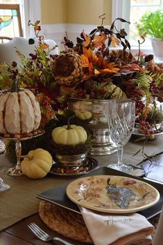 Find inspiration for your fall tablescapes and start planning for Thanksgiving! Thanksgiving Table Settings, Thanksgiving Tablescapes, Holiday Tables, Thanksgiving Decorations, Thanksgiving Ideas, Christmas Tables, Pumpkin Decorations, Thanksgiving Blessings, Pumpkin Centerpieces