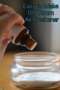 Easy to Make DIY Room Air Freshener. This is so easy diy long lasting air fresheners using baking soda and essential oils. Play with scents and create a healing therapeutic air freshener. Homemade Febreze, Homemade Air Freshener, Pot Mason Diy, Mason Jars, Febreze Spray, Room Deodorizer, Essential Oils Room Spray, Baking Soda Uses, Floating Shelves Diy