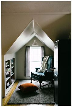 Sitting nook and built-in shelves