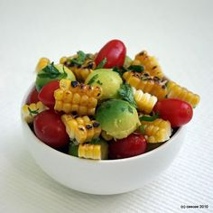 Grilled Corn, Avocado and Tomato Salad. Finally I combined the best of a few recipes with corn, tomatoes and avocado. Added lime and rice vinegar to a simple vinegrette. Think Food, I Love Food, Good Food, Yummy Food, Tasty, Avocado Tomato Salad, Grilled Avocado, Cucumber, Chutney