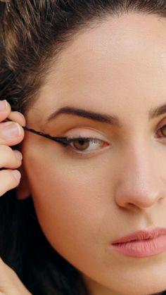 Esses são os MELHORES truques para fazer o delineado perfeito! 17 Pretty Makeup Looks to Try in Makeup Eye Looks, Smokey Eye Makeup, Eyebrow Makeup, Skin Makeup, Beauty Makeup, Makeup Art, Make Makeup, Makeup Tricks, Smoky Eye