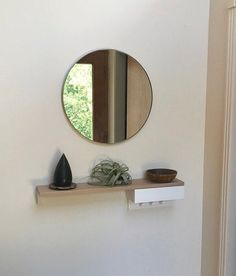 Silver Orbis Round mirror with a brass frame created for a client in the USA. Thank you for the pic and the lovely review.  #roundmirror #brassframemirror #bespokemirror
