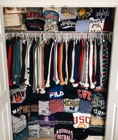 # Walk-in # Wardrobe Informations About , - Kleiderschrank ideen Pin You can ea Lazy Outfits, Cute Comfy Outfits, Teen Fashion Outfits, Trendy Outfits, Girl Outfits, Sporty Outfits, Fashion Fashion, Spring Outfits, Jugend Mode Outfits