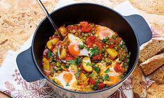Ervilhas com batatas e ovos escalfados