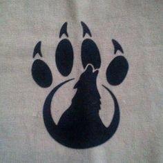 Would love as a tatoo Native Art, Native American Art, Wolf Paw Tattoos, Tribal Wolf Tattoos, Animal Tattoos, Lobo Tribal, Wolf Paw Print, Wolf Tattoo Design, Tattoo Designs