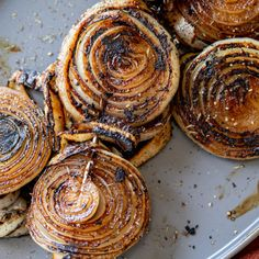 Grilled Onions Barbecue Recipes, Grilling Recipes, Cooking Recipes, Roasted Onions, Caramelized Onions, Grilled Veggies, Grilled Meat, Onion Recipes, Veggie Recipes