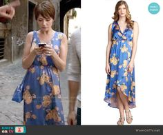 April's blue floral wrap dress on Chasing Life.  Outfit Details: http://wornontv.net/52180/ #ChasingLife