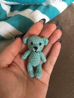 Made by Alenya: Lille bamse *Hækleopskrift* - Alex Crochet Teddy, Crochet Art, Cute Crochet, Crochet Animals, Knitted Dolls, Crochet Dolls, Baby Knitting Patterns, Crochet Patterns, Bear Toy