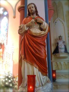 Memorare to the Sacred Heart of Jesus: Sacred Heart of Jesus statue next to right side altar in St. Mary's Oratory, Rockford, Illinois.