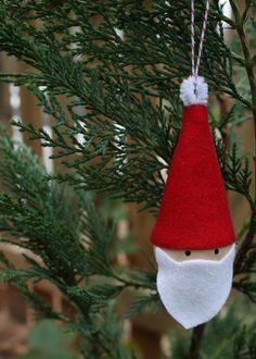 10-Minute Santa Ornament- 22 Cute DIY Christmas Ornaments