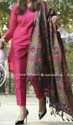 Best 12 Ethnic wear – Page 399272323216505114 – SkillOfKing. Pakistani Fashion Casual, Pakistani Formal Dresses, Pakistani Dress Design, Pakistani Outfits, Indian Outfits, Indian Fashion, Punjabi Fashion, Silk Kurti Designs, Kurta Designs Women