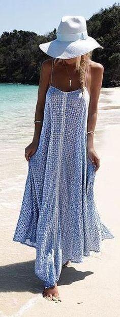 #outfits #spring sombrero blanco y Printed Maxi vestido para la playa