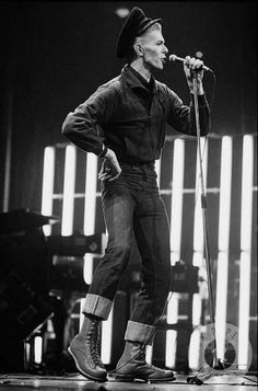 David Bowie Isolar / Station to Station Tour. Soundcheck, photo by Andrew Kent. Ziggy Played Guitar, Bowie Starman, Station To Station, The Thin White Duke, Ziggy Stardust, David Jones, The Man, Major Tom, People