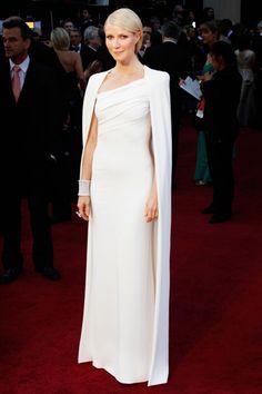 Gwyneth Paltrow triunfó con este diseño con capa de Tom Ford que llevó en 2012. Elegancia elevada a la máxima potencia.