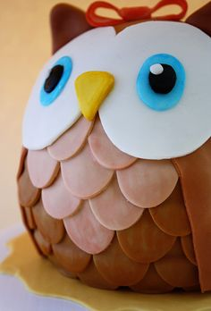 Owl cake...i wouldn't eat it, I would just place it on my night stand because it's so pretty lol