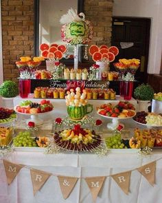 New fruit bar table bridal shower Ideas Fruit Tables, Fruit Buffet, Fruit Trays, Fruit Display Tables, Candy Buffet Tables, Catering Display, Party Food Platters, Party Trays, Fruits Decoration