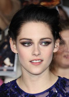 Kristen Stewarts Makeup: tried this, so easy! And so beautiful with hazel eyes