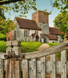 The century St. Mary's Church at Upton Grey in Hampshire, England Beautiful Buildings, Beautiful Places, Hampshire England, Old Churches, Abandoned Churches, English Village, Cathedral Church, Church Building, England And Scotland