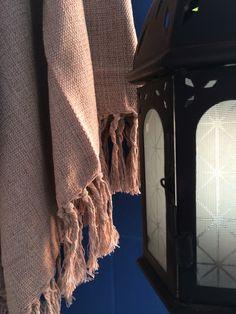 Mantas para sofá em várias cores nas lojas e no site.  www.sacariasantoandre.com.br