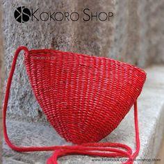 Una #moda veraniega, que se ha convertido en #musthave, acompañandonos en cualquier temporada del año! Los Bolsos de paja, están de moda! Disponible en varios colores. No te quedes sin el tuyo ....  Síguenos en Instagram: @kokoro_shop_ig https://www.facebook.com/kokoroshop.store/   #bolsos #mini #fashion #girls #colors #moda #mujer #complementos #outfit #cute #lovely #gorria #shopping #tiendas #compras #chicas #bags #handbags #bolsos #red #paja #straw #ROJO #summer #autumn #otoño