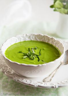 Minty Raw Pea and Spinach Soup [Healthy, Vegetarian, Vegan, Winter, Whole grain, Green] #recipe #autumn #weightloss #health #fitness #warm #fall #winter #healthy #recipes #food